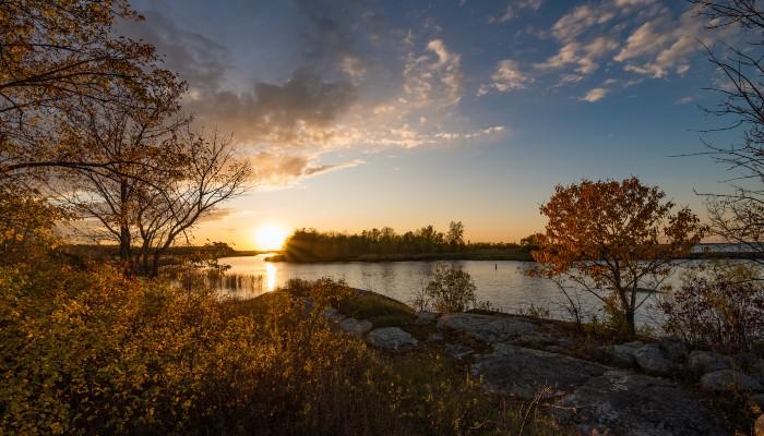 lac des bois coucher du soleil